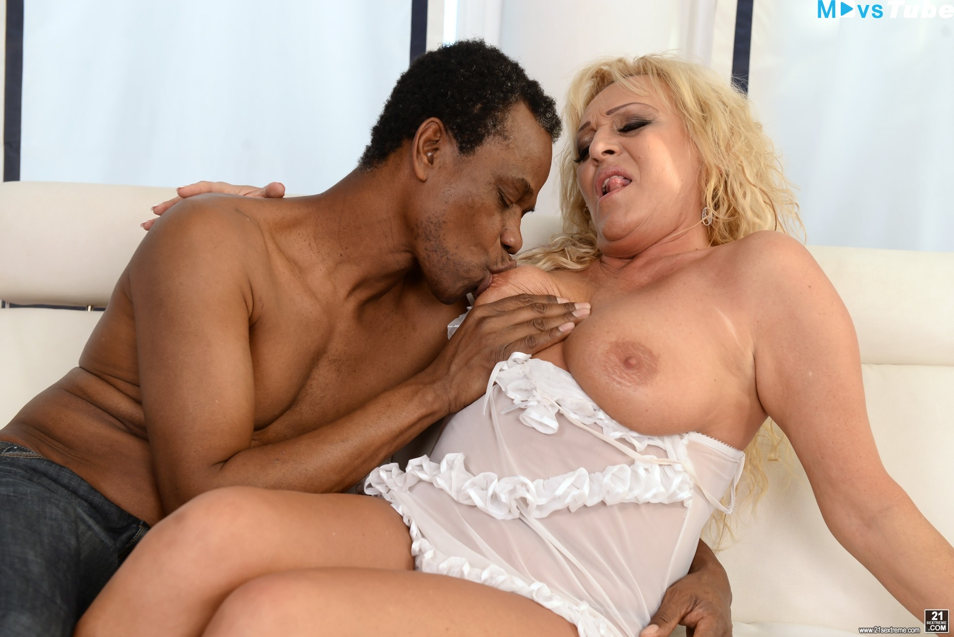 21 Sextreme Porno Net magdi melts with her black boyfriend 21sextreme 2016 magdi